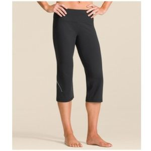 Athleta // Power Kick Capri Leggings Yoga Pants